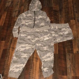 Women's Nike XL camo set